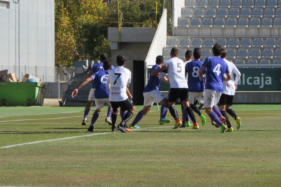 El Conquense vence al líder con goles de Fran Simón y Carlos Bravo