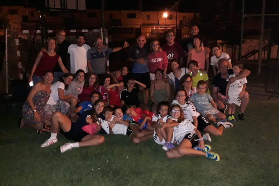 Encuentro de fútbol en la calle de nuestras chicas y familias