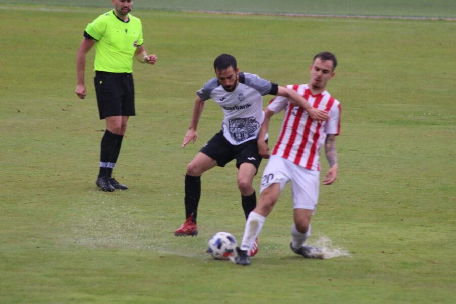 La Balompédica empata con el Atlético Ibañés bajo la lluvia de La Fuensanta